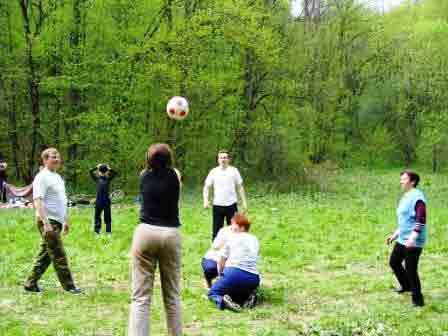ТОП 8 игр на природе для компании взрослых  Мосигра Москва